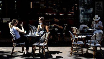 Французы снова вернулись в кафе и рестораны