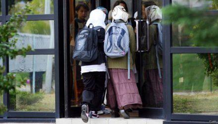 Французы против ношения юбок в школах