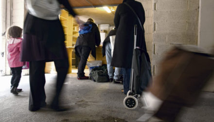 Почти каждый второй француз чувствует себя бедным
