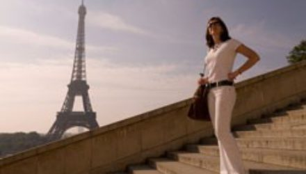 Во Франции женщинам разрешили носить брюки в общественных местах