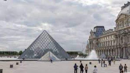 На пост директора Лувра могут претендовать иностранцы