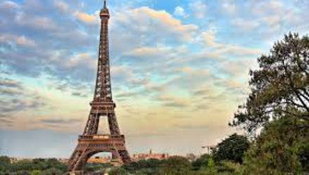 Панорама с Эйфелевой башни стала доступна пользователям сервиса Google