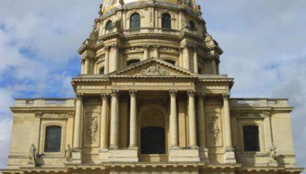 Дворец Инвалидов — место саркофага с прахом Наполеона и Музей Армии